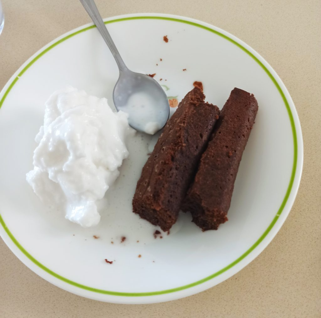 בראוניז עם גלידת קוקוס ביתית (מתכון בהמשך)